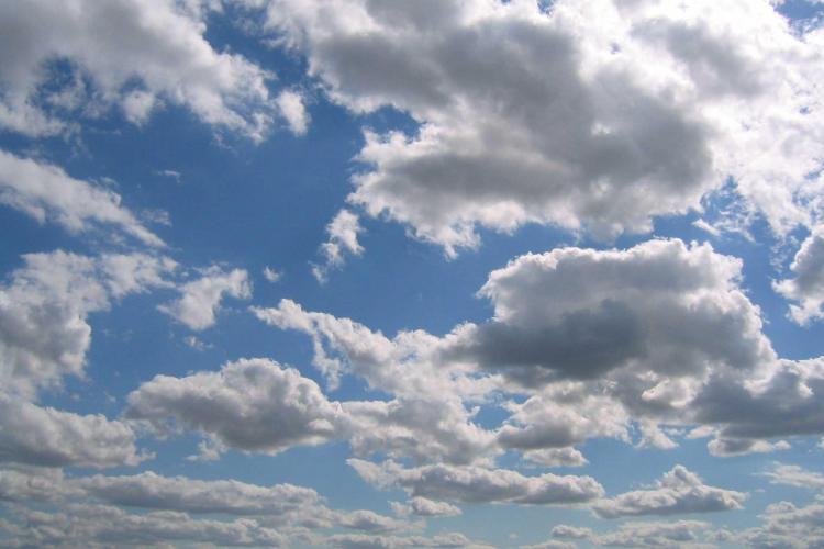 Un nou nor de cenusa vulcanica va ajunge in Romania luni dimineata