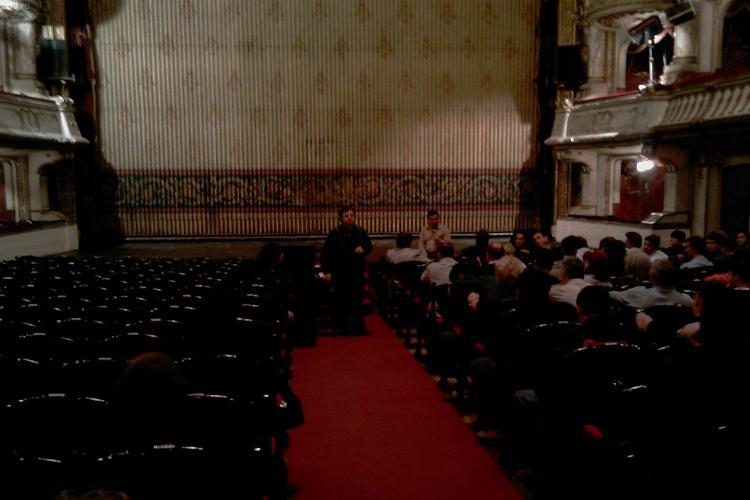 Angajatii de la Opera Nationala din Cluj au protestat in fata institutiei si au cerut demisia directorului Rares Trifan