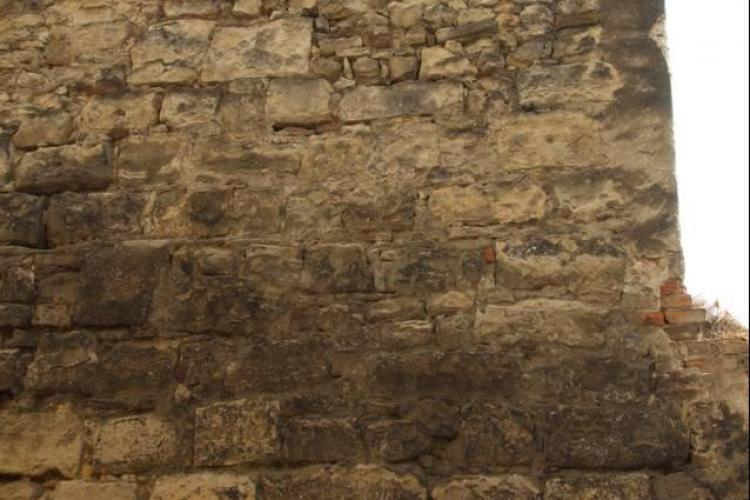 Incepe restaurarea si consolidarea Zidului Orasului Medieval la Cluj