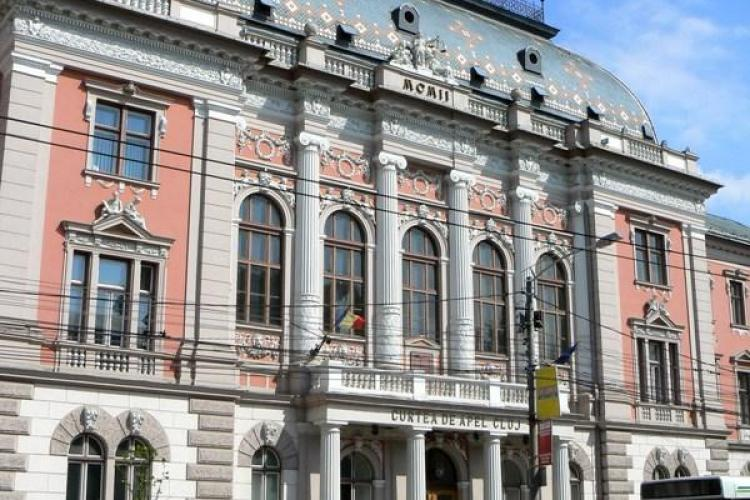 Avocata Ioana Foia, de la Baroul Cluj, a fost retinuta pe 29 de zile pentru ca a furat bani dintr-o poseta