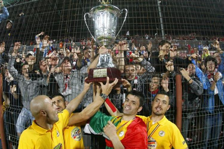 VIDEO - Jucatorii de la CFR Cluj au ridicat deasupra capului trofeul de Campioni