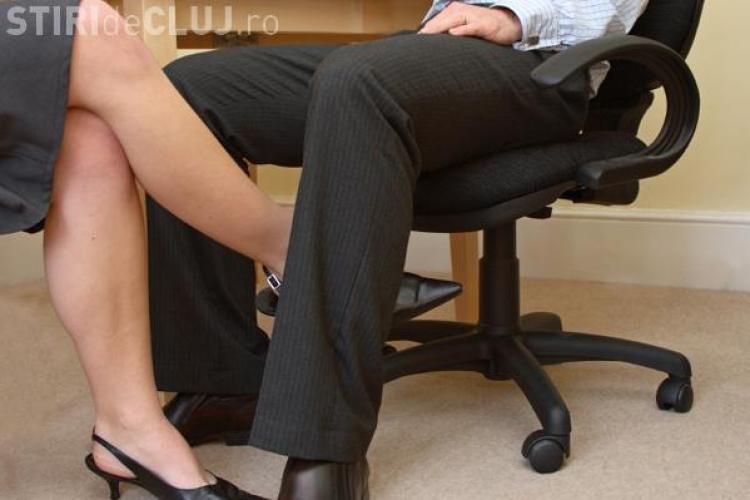 Jumatate dintre romani considera sexul la locul de munca incitant