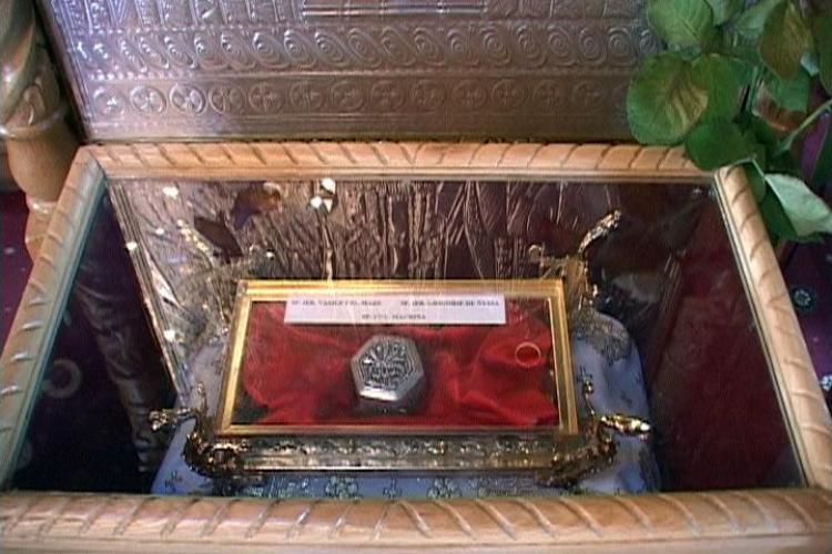 Patru barbati au furat moastele Sfantului Nectarie dintr-o biserica din Capitala