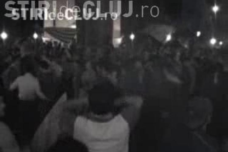 VIDEO - Suporterii CFR Cluj au sarbatorit titlul in centrul orasului