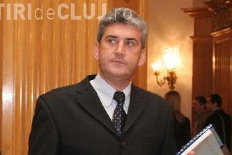Ministrul Apararii, Gabriel Oprea, a anuntat ca nu mai foloseste masina si a taiat fondul de protocol