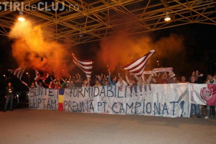 Suporterii CFR Cluj i-au asteptat pe eroii din meciul cu Universitatea Craiova, azi-noapte, la aeroport