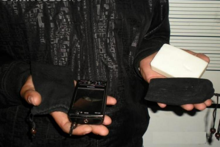 """Un clujean a fost deposedat de telefonul mobil cu tehnica """"sapunul"""""""