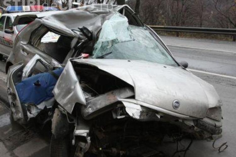 Accident pe Autostrada Transilvania! Un sofer si-a distrus masina in proportie de 80% dupa ce a intrat intr-un parapet