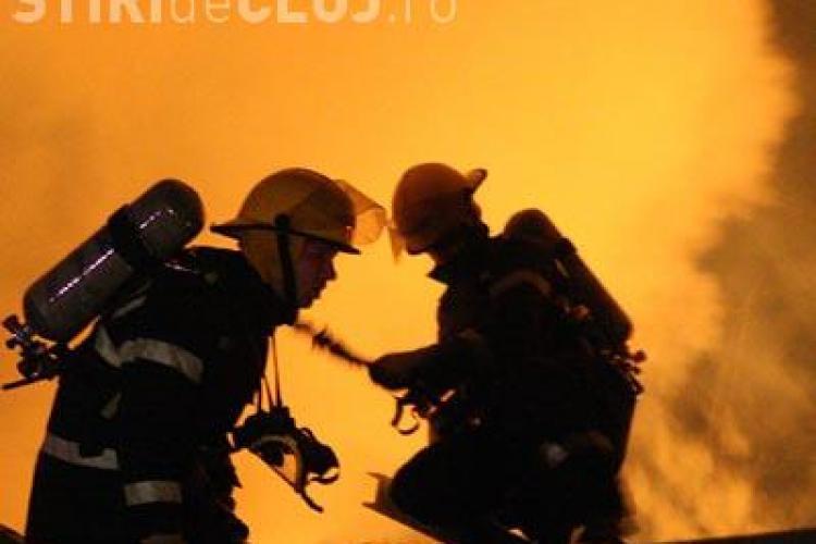 VIDEO: Incendiul de la complexul Dragonul Rosu din Bucuresti face victime: un pompier a murit, alti 7 au fost raniti
