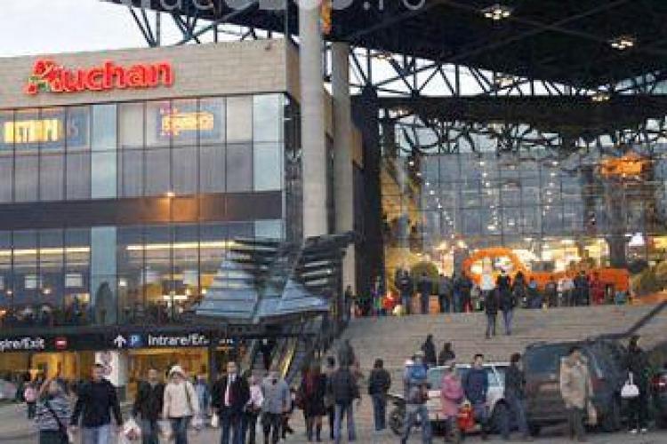 Amenintare cu bomba la Iulius Mall