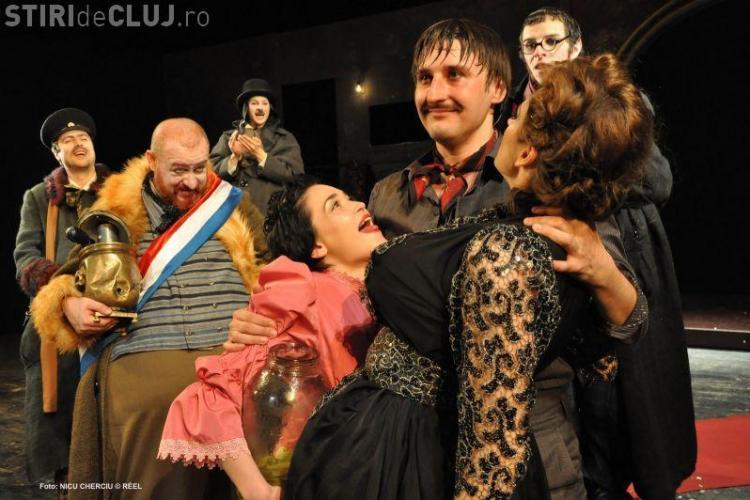 Sala plina la premiera piesei Revizorul, de marti seara, de pe scena Teatrului National din Cluj - Galerie FOTO
