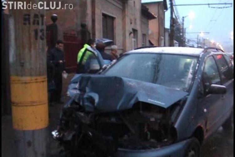 Accident pe strada Motilor din Cluj-Napoca. Trei masini s-au ciocnit si circulatia a fost blocata
