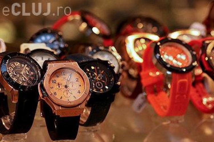 A furat un ceas din Polus, fiind retinut de politisti