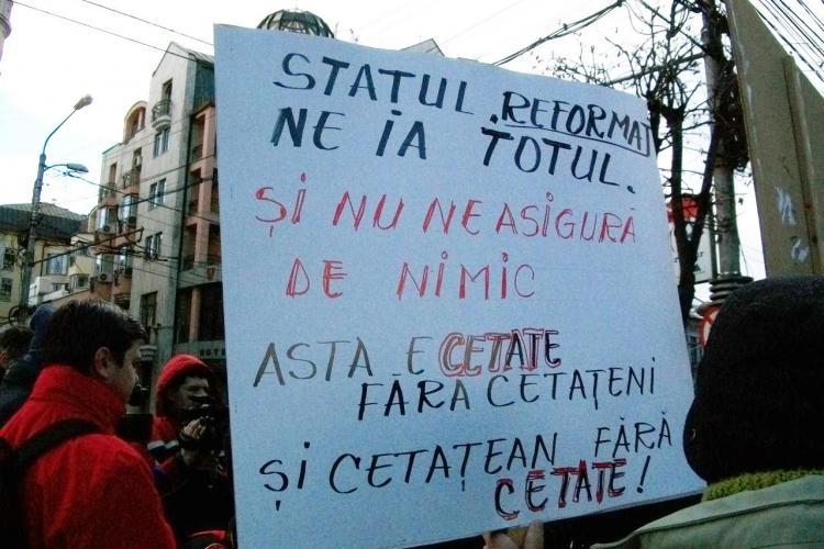 Sindicalistii, nemultumiti de noile reglementari fiscale, au pichetat Prefectura Cluj VIDEO