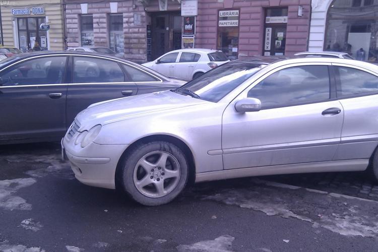 Au masini scumpe si le-au parcat pe trotuar, pe Eroilor! STIREA CITITORULUI FOTO