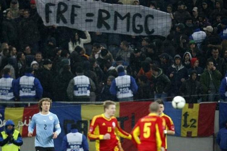 """ActiveWatch condamna evacuarea suporterilor care au afisat bannerul """"FRF=RMGC"""" la meciul Romania - Uruguay"""
