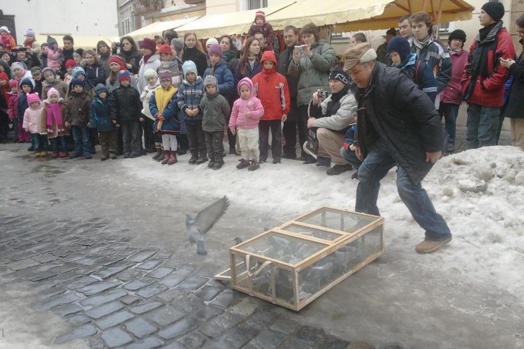 Fostul rege maghiar, Matei Corvin, sarbatorit la Casa Matei! Zeci de porumbei eliberati in aer FOTO