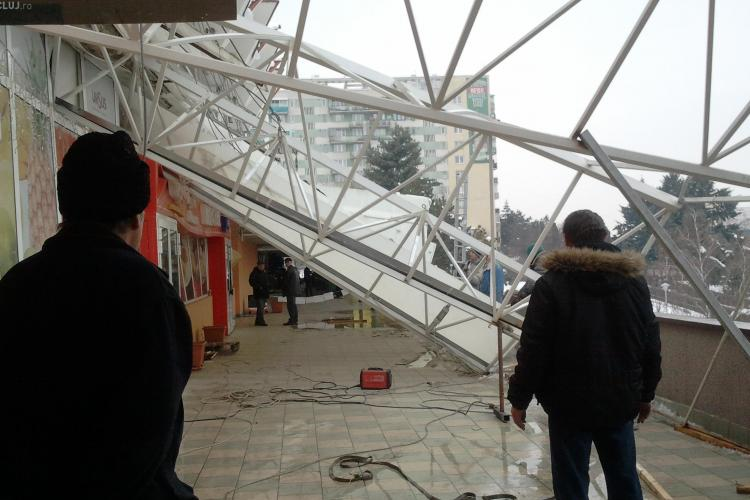 Acoperis prabusit la Piata Mercur din Cluj-Napoca din cauza zapezii FOTO