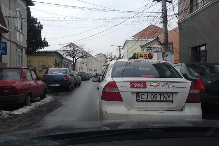 Un taximetrist din Cluj s-a batut cu un client pe o strada din oras VIDEO EXCLUSIV
