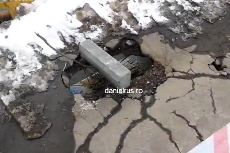Podul de peste Somes, din Piata Mihai Viteazu, are gauri prin care poate cadea un om VIDEO