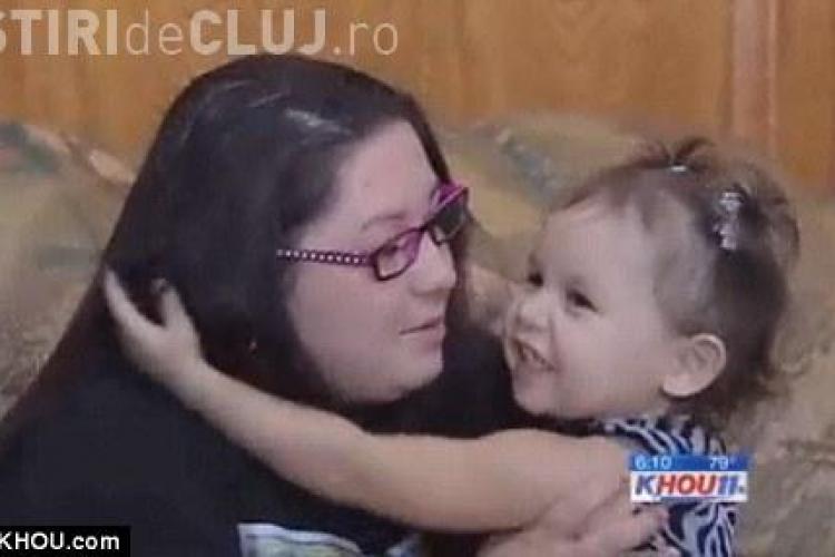 Vezi ce a facut o fetita de 2 ani pentru a-si salva mama de la moarte