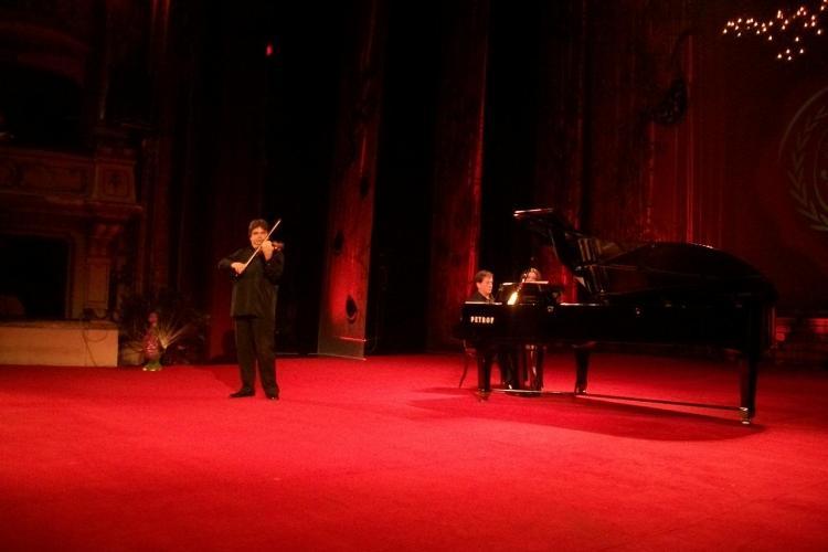 Recital la vioara lui Enescu, construita acum 300 de ani, la Balul Operei de la Cluj VIDEO