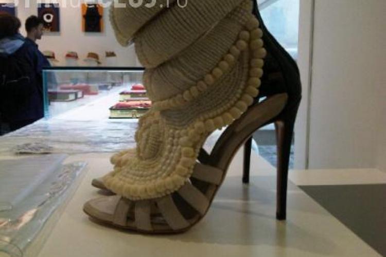 Pantofii de femei Kanye West din piele de vitel costa peste 4000 de euro