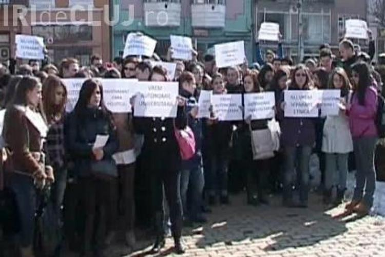 300 de studenti protesteaza la Mures fata de ruperea Universitatii de Medicina