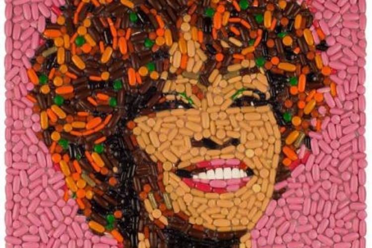 Portretul lui Whitney Houston realizat din pastile! FOTO