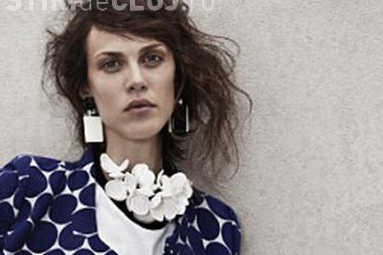 "H&M promoveaza o colectie cu un model care ""arata ca un cadavru!"" - FOTO"