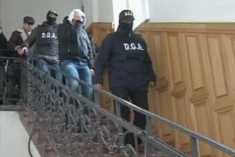 """Doi politisti din Cluj, retinuti pentru 24 de ore in dosarul """"MITA la radar"""" VIDEO"""