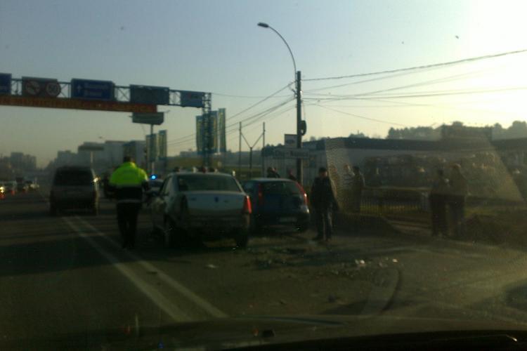 Accident in Floresti, langa magazinul Oncos! O masina s-a rasturnat