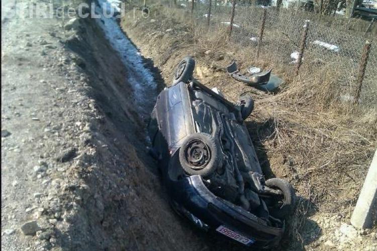 Accident la Coplean! O masina s-a rasturnat intr-un sant adanc de cativa metri FOTO