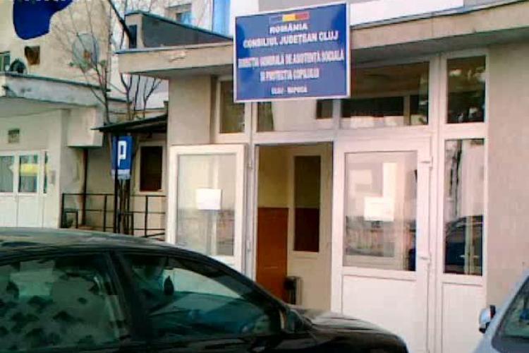 Un sofer a parcat in usa Directiei de Protectie a Copilului Cluj VIDEO STIREA CITITORULUI