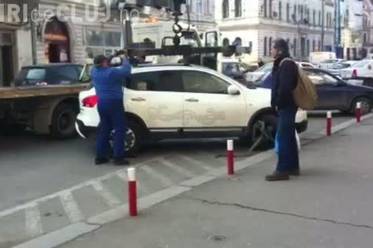 Jeep parcat ilegal, ridicat din fata magazinului Central VIDEO
