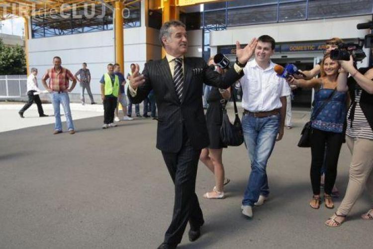 Gigi Becali a ajuns la Cluj! Vezi ce a spus pe Aeroport si de ce i-a facut pe ziaristi procurori VIDEO