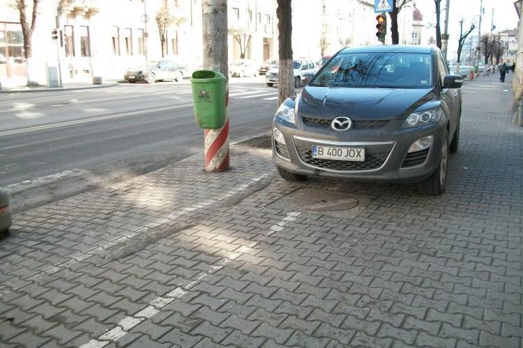 Si-a parcat masina pe banda pentru biciclisti! STIREA CITITORULUI FOTO