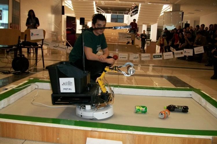 Robotii inteligenti la UBBots 2012! Vezi cum arata robotii Sky Washer si Ecosorter FOTO si VIDEO