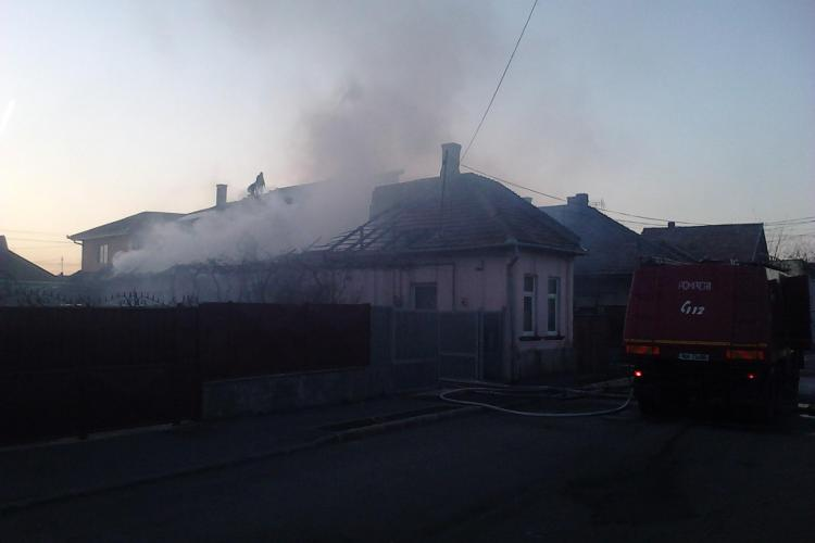 Incendiu pe strada Gospodarilor! Patru case au luat foc VIDEO