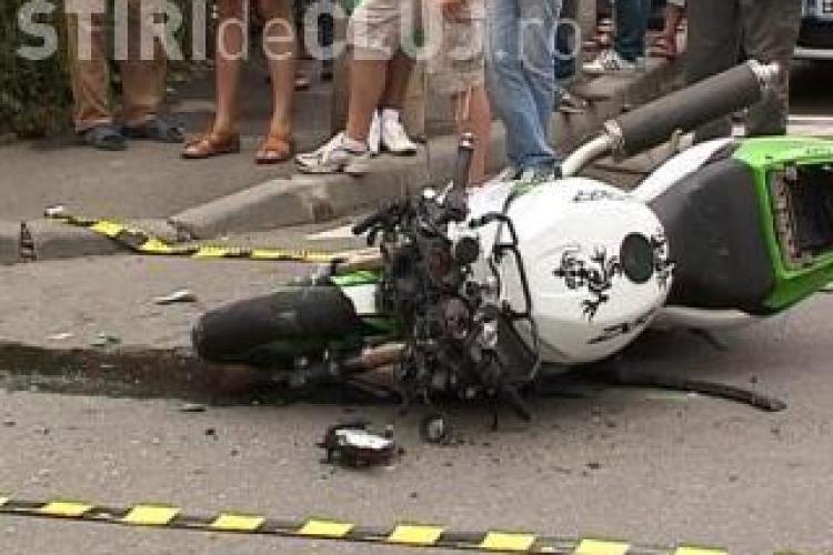 """Accident pe Aurel Vlaicu! Un motociclist vitezoman a fost facut """"praf"""" de o soferita"""