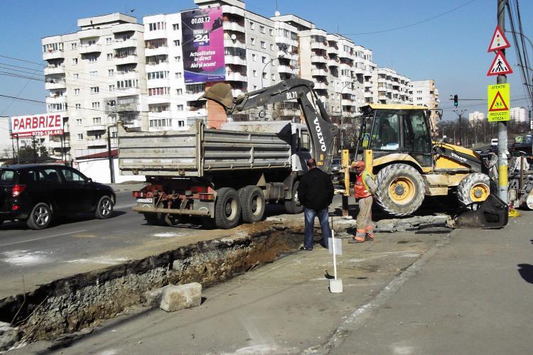 Bloggerii lupta cu E-ON Gaz in Consiliul Local! Muncitorii sapa Clujul in liniste pe banii nostri