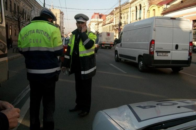 Accident pe Memorandumului! Un taximetrist a lovit o fata de 16 ani