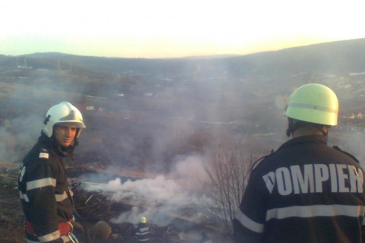 Incendiu de vegetatie pe varianta Zorilor - Manastur