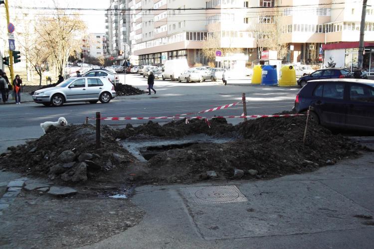 E-ON Gaz a facut o dubla spartura pe strada Primaverii, langa linia de tramvai abia terminata FOTO