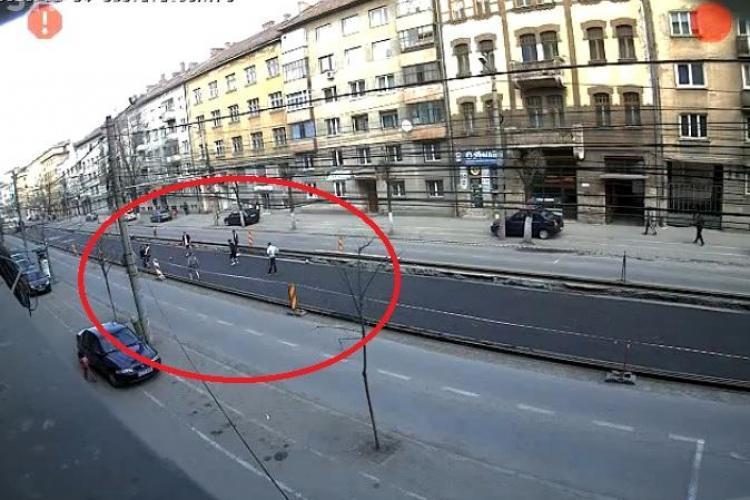 Miuta pe linia de tramvai de pe strada Horea, printre masini VIDEO