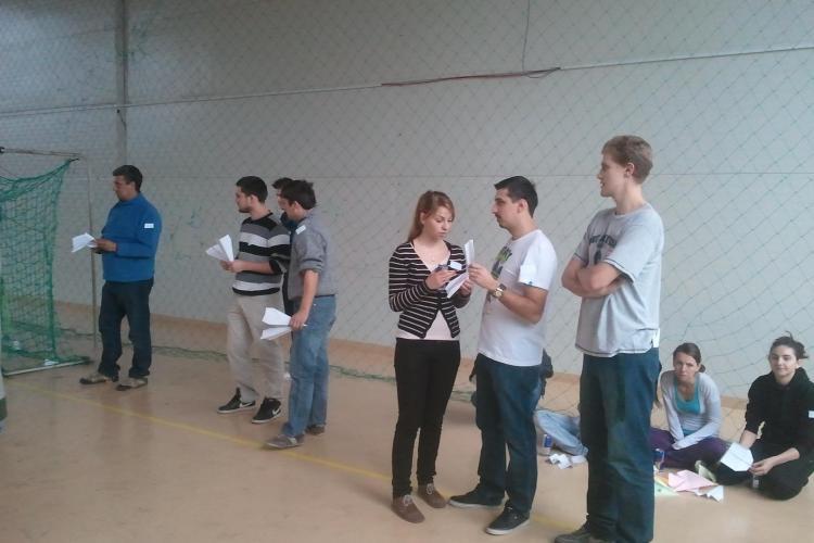 Concurs cu avioane de hartie la Sala Sporturilor. Castigatorii merg in Austria la campionatul mondial FOTO