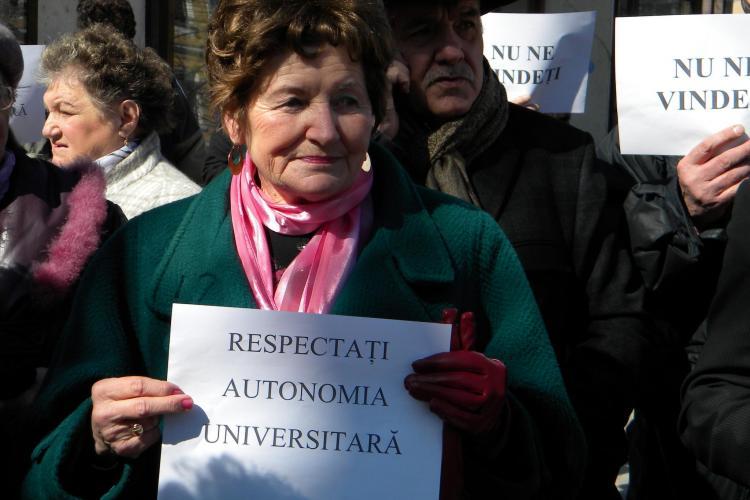 Protest PSD Cluj impotriva distrugerii UMF Targu Mures FOTO si VIDEO