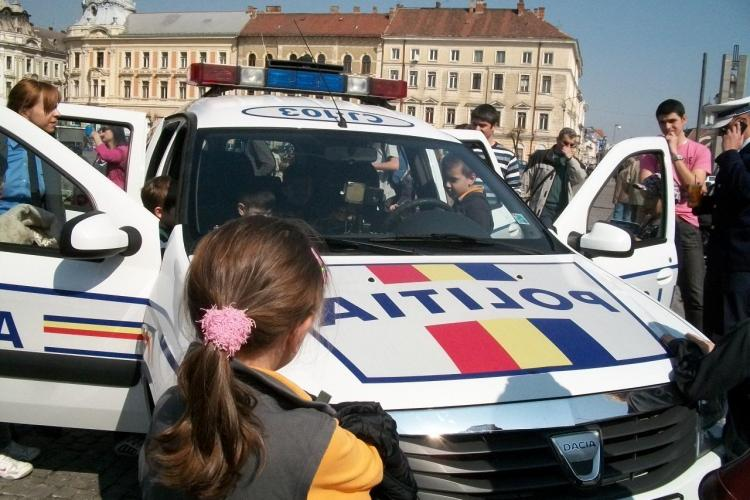 """Copiii clujeni au fost politisti de """"Ziua Politiei Romane"""" FOTO"""
