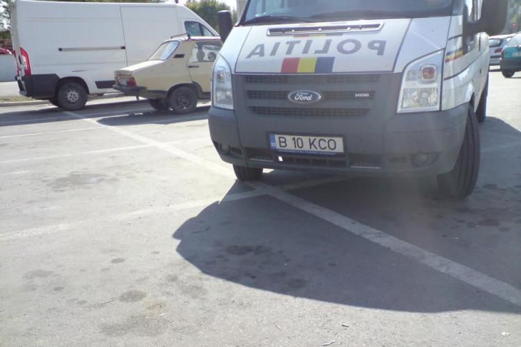 Cum parcheaza POLITIA in parcarea Kaufland Turda FOTO