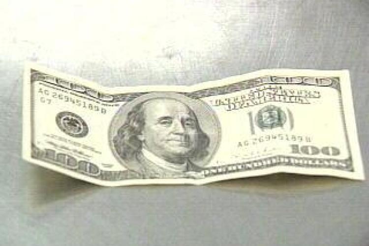 Bancnota falsa de 100 de dolari, gasita la o banca din Marasti EXCLUSIV